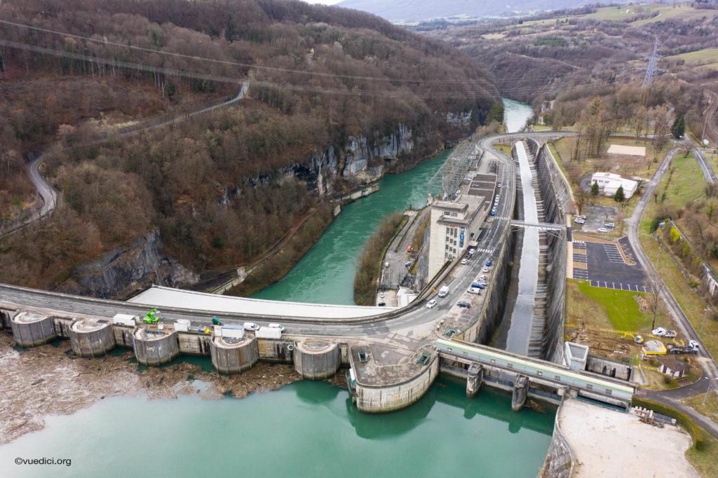 Opération de nettoyage au barrage de Genissiat (01)